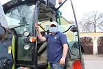 Robert Van Es u svého traktoru.