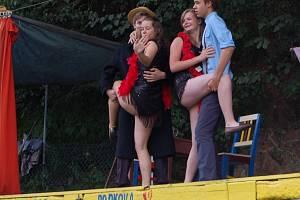 Divadlo Podkova uvedlo v Pavlovicích novou hru