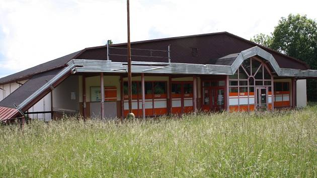 Supermarket Jednoty ve Stříbře byl prvním obchodem svého druhu na Tachovsku. Od začátku měsíce je uzavřen