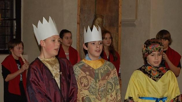 TŘI KRÁLOVÉ nemohli samozřejmě chybět u Tříkrálového koncertu. Pro veřejnost ho připravily děti ze Základní školy Kostelní v Tachově.