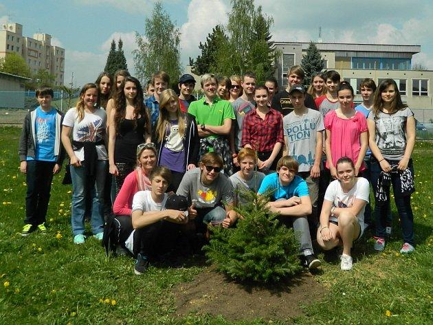 Děti z Gagarinky zasadily strom