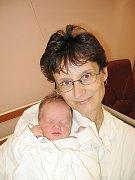 Desetiletý Lukášek a třináctiletá Lucka Tonkovi z Plané se už těší, až se budou chlubit se sestřičkou Adélkou svým kamarádům a kamarádkám. Adélka (3,99 kg/49 cm) se narodila rodičům Janě a Miloši 22. července v 5.28 hod. ve FN v Plzni.