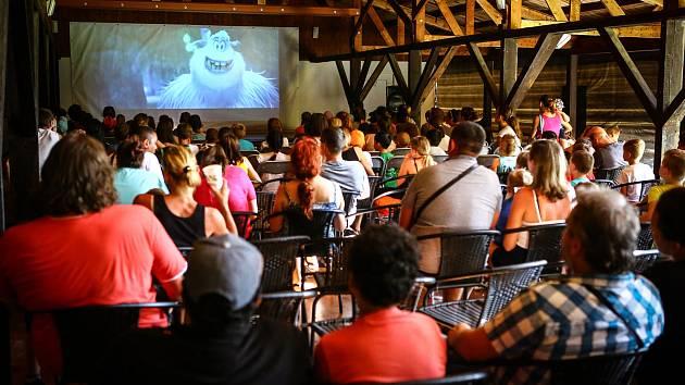 Letní kino vPlané zahájilo sezónu promítáním pro děti.
