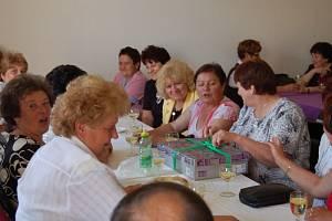 Bývalí obyvatelé Ošelína a okolních vsí Plezom, Řebří a Lobzy si říkají Omladina a poseděli spolu tuto sobotu odpoledne v sále v Ošelíně