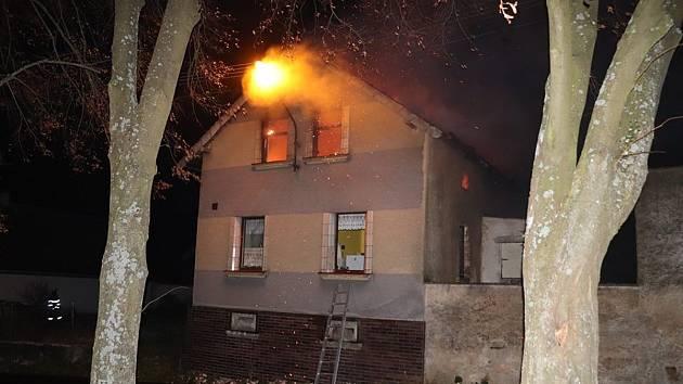 Požár rodinného domu v Plané