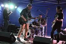 Součástí festivalu Zahrady byla také řada hudebních vystoupení. Kromě místních kapel přijela do Stříbra zahrát také skupina HAMLETI se zpěvákem Alešem Hámou. Kapele se vtipnými komentáři a dobrou hudbou podařilo brzy vyzvat návštěvníky k tanci.
