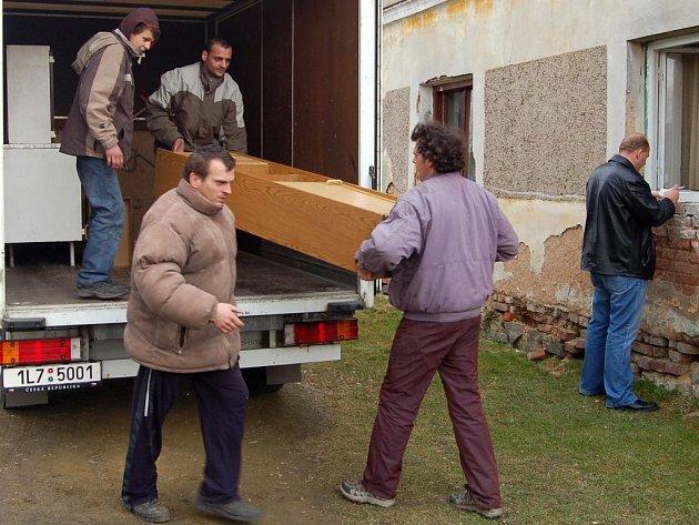 Stěhování romské rodiny ze Zhoře