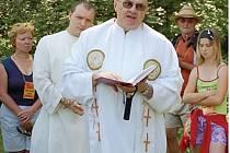 Stezce požehnal farář Vladimír Franze.