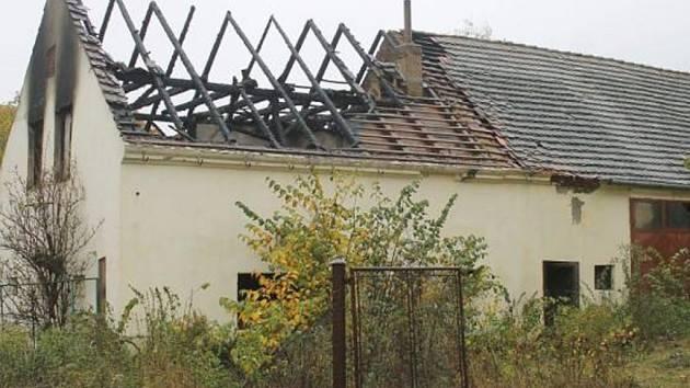 Stodola stála na dlouho nepoužívaném pozemku. F