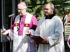 Slavnost žehnání léčebnému prameni v Konstantinových Lázních se konala v sobotu. Aktu se ujal plzeňský biskup František Radkovský.
