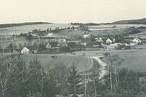 Pohled od jihu na vesnici Butov, jak vypadal v roce 1930. Větší část obce je dnes pod vodou