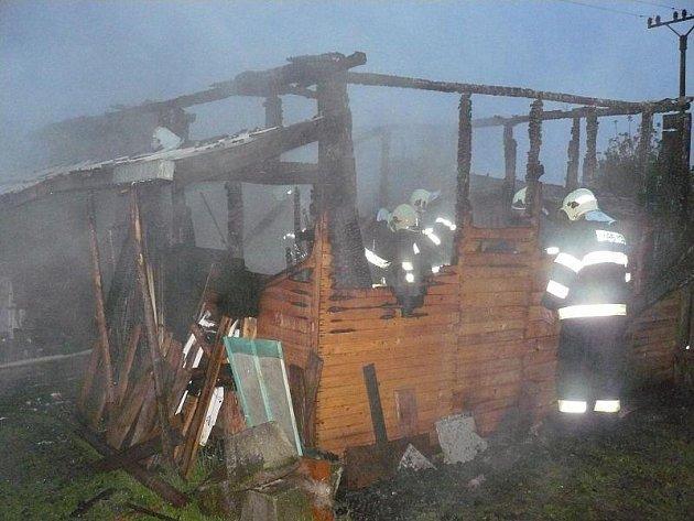 Hasiči objevili při likvidaci ohně hrůzný nález, uhořelé lidské tělo