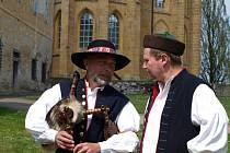 Tradiční velikonoční jarmark s kulturními vystoupeními se konal o Velikonocích na dvoře u kladrubského kláštera.