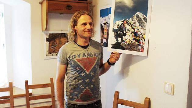 FOTOGRAFIE HIMÁLAJÍ ze své premiérové cesty pod vrcholy velehor vystavuje v Plané Petr Meller.
