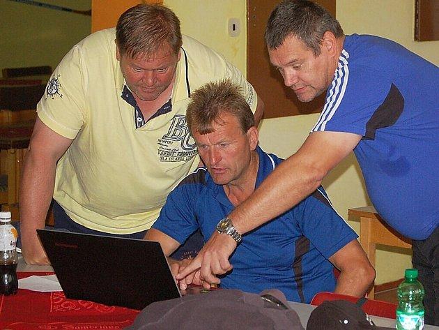 Fotbaloví rozhodčí absolvovali seminář.