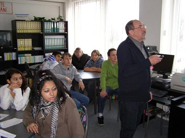 Žáci Základní školy z Revoluční ulice ve Stříbře se vydali podívat na tachovský úřad práce a na odborné učiliště do Světců.