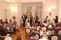 Plzeňské akordeonové trio v Tachově na zámku.