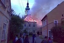 Požár fary v Plané.