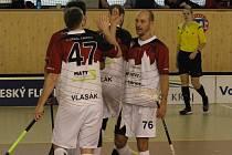 Florbalisté Tachova (na archivním snímku) měli o víkendu proti plzeňským týmům poloviční úspěšnost.