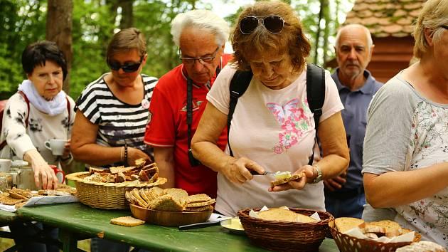 Chlebovomáslové slavnosti opět přilákaly desítky lidí.