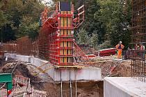 Optimalizace železničního koridoru pokračuje také v zámeckém parku v Chodové Plané.