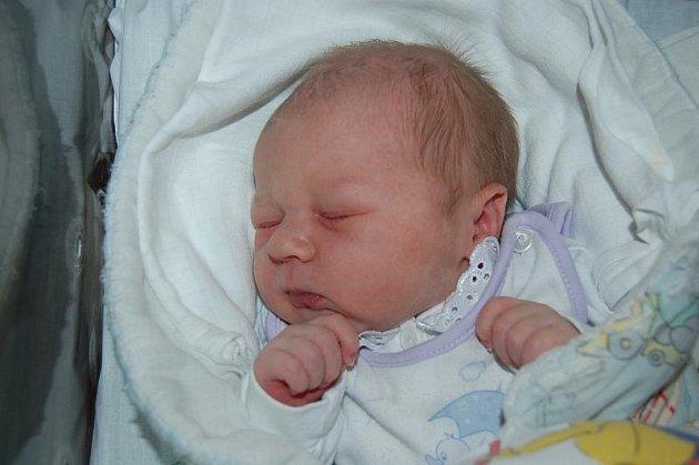 Manželům Ivaně a Rudolfovi Rolkovým z Chodové Plané  se ve čtvrtek 6. října ve 23.38 hodin narodil syn, který dostal jméno RUDOLF.  Doma Rudíka, který vážil 3,75 kg a měřil 52 cm, netrpělivě očekávala dvouletá sestřička Anežka.