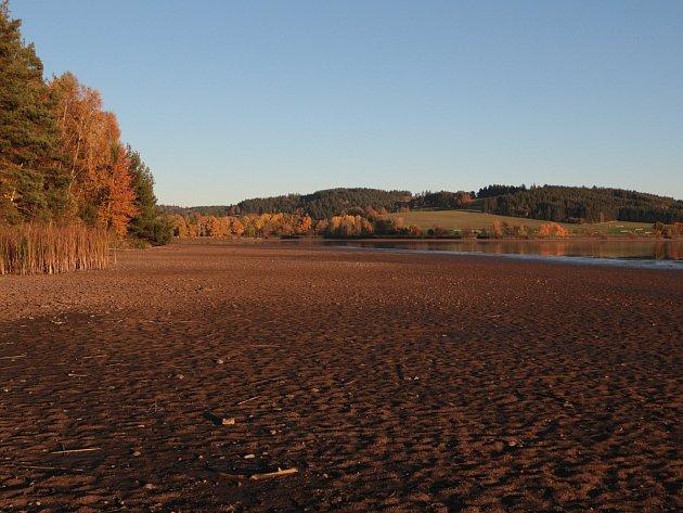 Rybník Regent u Chodové Plané na Tachovsku se připravuje na výlov.