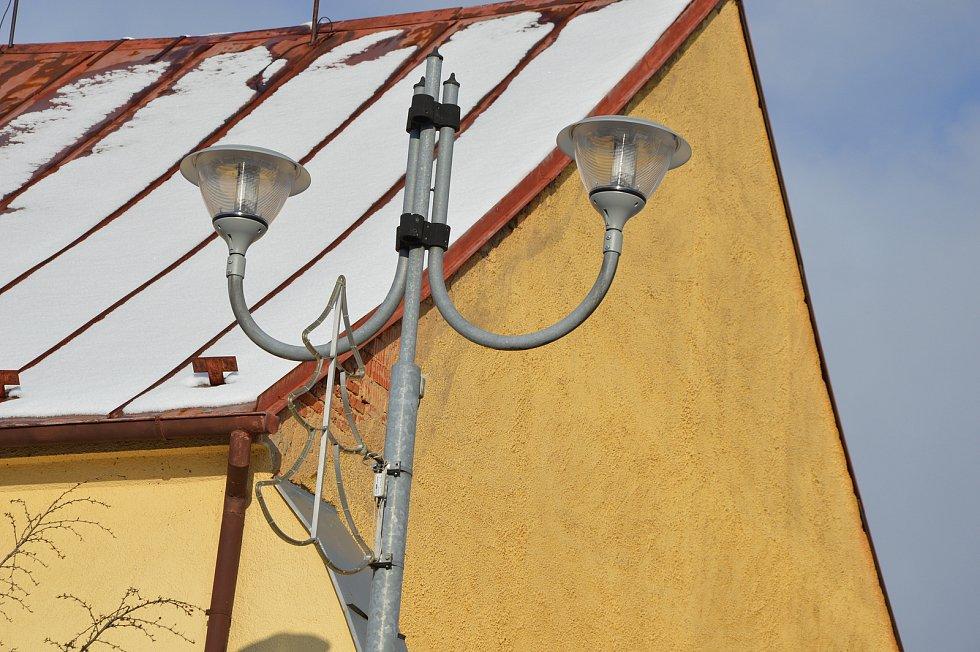 Výměna pouličních lamp v Černošíně.