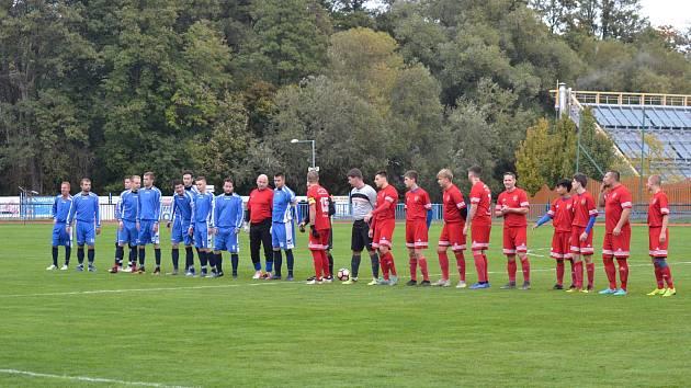 Jaroslav Pták vedl FK Tachov (v červeném) v prvním utkání před týdnem proti Sokolu Stráž a slavil vítězství 6:0.