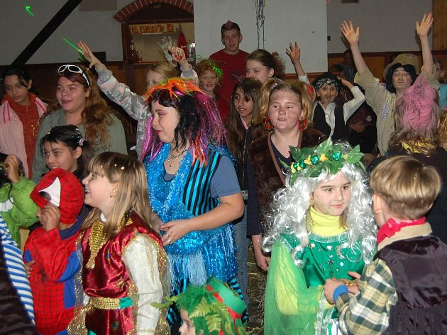 Svojšínský hostinec Na Rychtě  se rozezněl veselým smíchem malých i velkých účastníků maškarního reje.
