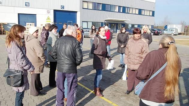 NÁBOROVÉ DNY v průmyslovém parku u Stříbra trvaly od úterý do čtvrtka. Navštívilo je na tři sta zájemců o práci, kteří jsou v evidenci na úřadech práce v Plzeňském kraji nebo přišli na akci individuálně.