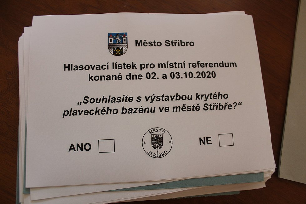 Zájem o krajské a senátní volby a o hlasování v referendu ve Stříbře členy volební komise překvapil.