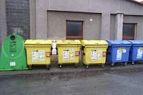 V BEZDRUŽICÍCH můžou místní využít téměř padesátku kontejnerů určených pro tříděný komunální odpad.