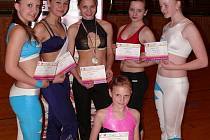ÚSPĚŠNÁ VÝPRAVA. Dívky ze Slavoje Tachov vybojovaly na postupovém Masters Class v aerobiku v Plzni výborná umístění a postupy na republikový šampionát.