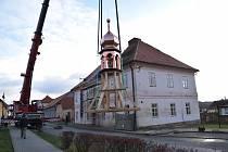 V Kladrubech obnovili věžičku na bývalém špitálu.