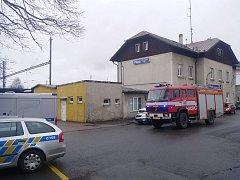 Během nedělních ranních hodin byla v blízkosti vlakového nádraží v Plané nalezena mrtvola muže.