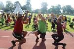 Letní sportovní kemp 2020: Indiánský tanec v podaní vedoucích a dětí.