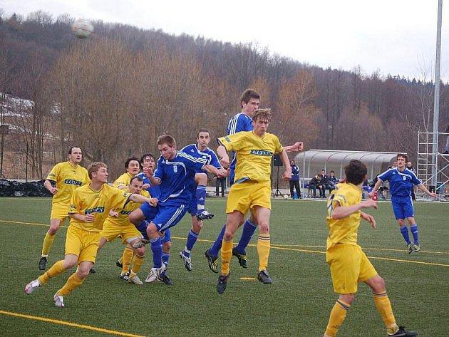 Mužstvo FK Tachov v jarní části divize ani ve druhém utkání nevstřelilo branku. Po prohře na Doubravce nedokázali Tachované zvítězit ani v utkání SK Benešov. S výsledkem 0:0 byli spokojenější hosté.