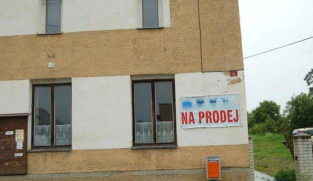 Tabule na bývalé restauraci U Macoura v Oldřichově už neplatí. Město vypovědělo realitní kanceláři smlouvu a dává dočasně objekt k dispozici osadnímu výboru a občanům.
