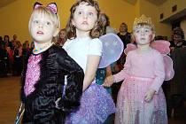 Sál kulturního domu v Kladrubech zaplnily děti v maskách.