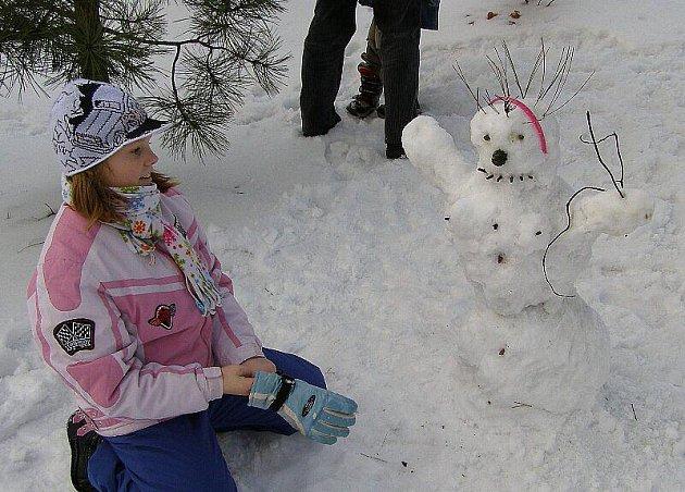 Ve Stříbře se soutěžilo ve stavbě sněhuláků.