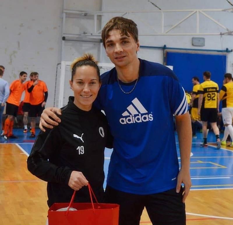 Pořadatel turnaje Jan Zavadil s bývalou českou fotbalovou reprezentantkou Petrou Divišovou.