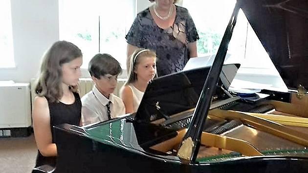Žáci Základní umělecké školy Stříbro se loučili se školním rokem.