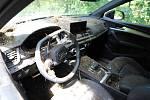Pachatel auto poškodil v úmyslu ztížit policistům práci.
