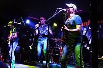 Večer v hudebním klubu Panteon v Konstantinových Lázních patřil tentokrát legendární plzeňské pop rockového kapele Burma Jones.