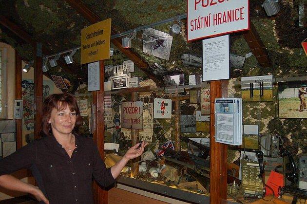 MUZEEM ŽELEZNÉ opony v Rozvadově provází návštěvníky Michaela Balková.