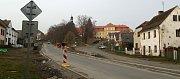 Rekonstrukce návsi ve Svojšíně pokračuje.