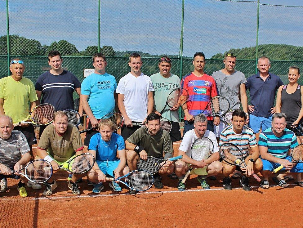 Tenisový kurt ve Studánce hostil čtvrtý ročník turnaje Prase Cup.
