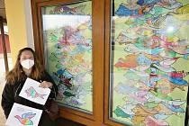 Vlasta Andršová vytvořila v Černošíně mozaiky.