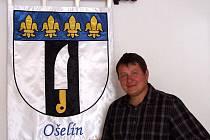 STAROSTA OBCE Jiří Šefčík je na znak obce náležitě pyšný.